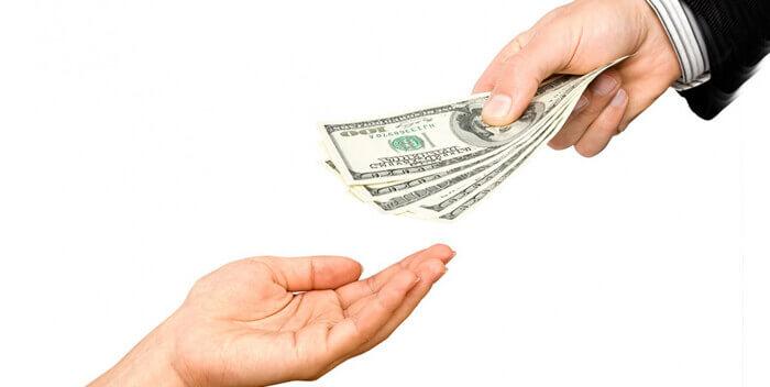 просить деньги у родных